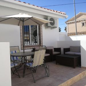 2 Bedroom Newly Renovated Bungalow Close To Bars & Restaurants photos Exterior