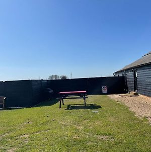 The Cow Shed 2-Bed Apartment In Bradwell On Sea photos Exterior