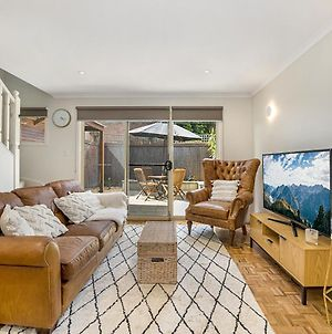 2-Bed Unit With Courtyard 15 Min From St Kilda Beach photos Room