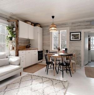 Beautifully Renovated Lakeside Red Cottage photos Exterior