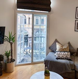 Boutique Apartment With Balconies - In The Very Heart Of Leeds photos Exterior