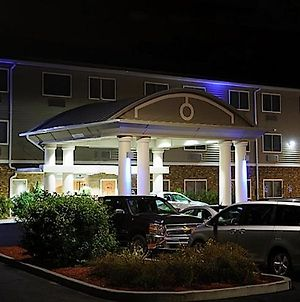 Holiday Inn Express - Ludlow - Chicopee Area, An Ihg Hotel photos Exterior