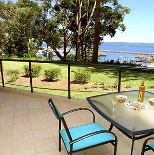 2 'Magnus Pines' 52 56 Magnus Street Stunning Unit With Aircon Water Views & Foxtel photos Exterior