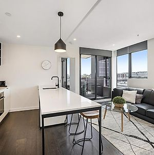 Premium Location Richmond Residence With Gym And Parking photos Exterior