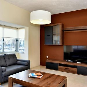 Bright And Spacious 2 Bedroom Apartment With Harbour View - 3 photos Exterior