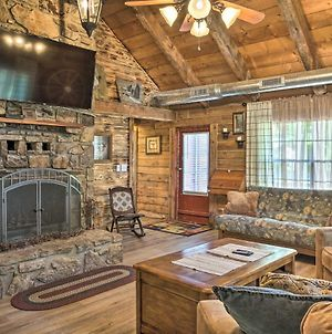 Rustic Log Cabin Less Than 1 Mile To Table Rock Lake! photos Exterior