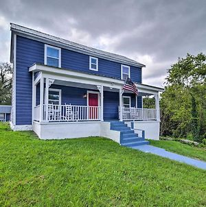 Renovated Lafollette Farmhouse With Private Deck photos Exterior