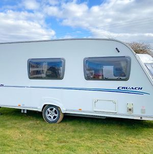 Stayzo Airy Touring Caravan With Built In Heater And Free Wi-Fi Located In The Chiltern Hills photos Exterior