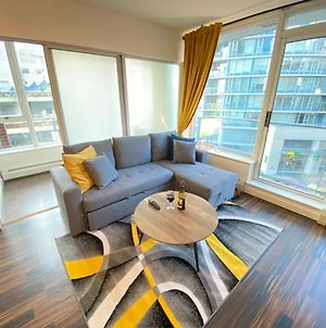 Central 1Br+Office Smart Home W/Pool, Mesh Wifi, Skytrain, Seawall, Waterfront photos Exterior