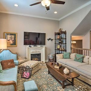 Pet-Friendly Townhome About 2 Mi To Town Square! photos Exterior