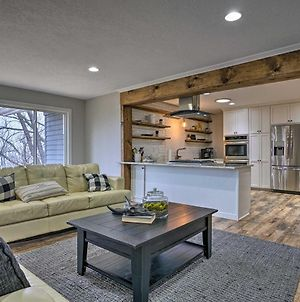 Chic Chaska Retreat With Deck Overlooking Dtwn! photos Exterior