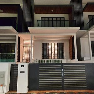 Spacious 3 Storey Superlink Basement Home Stay Ipoh photos Exterior