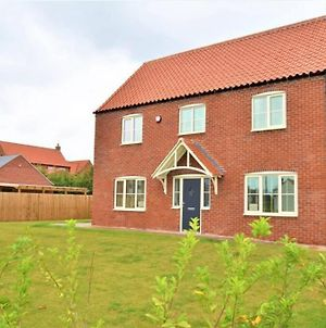 A Stunning 4 Bed New Build Home photos Exterior