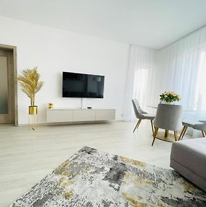 New Luxury City Centre Apartment With Panoramic View, Free Parking photos Exterior