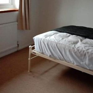 1 Room To Let In A 2-Bedroom Terraced House photos Exterior