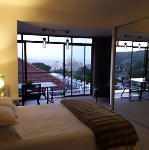 Room In Studio - High Up Against The Slope Of Table Mountain Plus Stunning City Mountain Views photos Exterior
