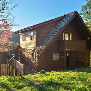Private And Secluded Cabin Smokies View And Fire Pit! photos Exterior