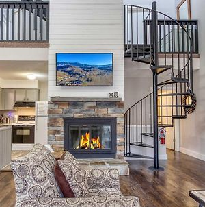 Gatlinburg Townhome With Mountain Views And Pool Access photos Exterior