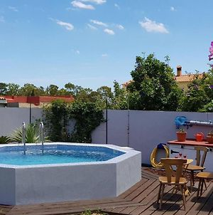 Lovely 1-Bed Apartment With Pool And Bbq Area photos Exterior
