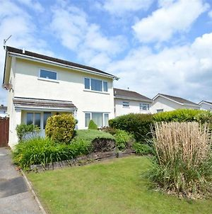 Modern Holiday Home In Saundersfoot Close With Garden photos Exterior