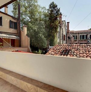 Venice Traditional Home With Terrace photos Exterior