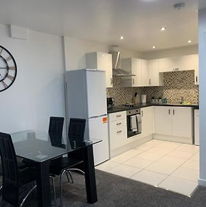 Absolute Stays At Hgh - East Midlands Airport - Contractors - Corporate - Leisure - National Ice Centre - Trent Bridge Cricket Ground - City Caves - Wifi - photos Exterior