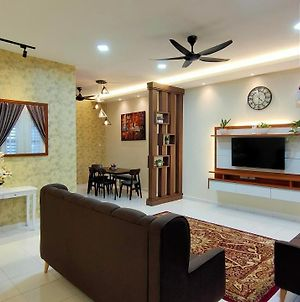 Homestay Mateen Lumut photos Exterior