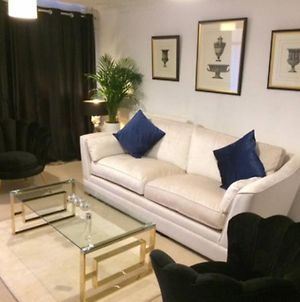 Boutique Style 2 Bedroom House With Links To London And Gatwick photos Exterior