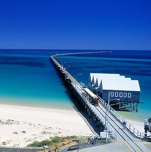 Pet Friendly Beautiful Family Home Minutes Walk From The Busselton Beachfront photos Exterior