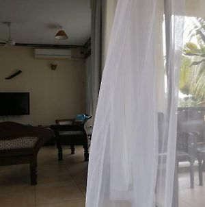 Sunny,White, Sandy Places/King Size Bed photos Exterior