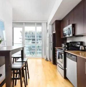 Modern 2 Bedroom Apartment With Cn Tower Views photos Exterior