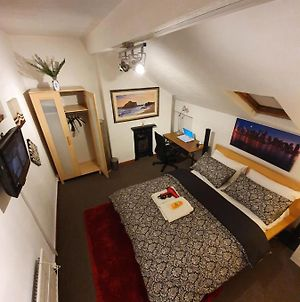 ** Deluxe Double Room Perfect For Leisure & Work** photos Exterior