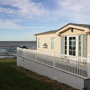 Sea Front Idyllic 2-Bed Chalet In Rochester photos Exterior