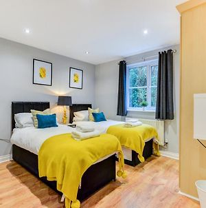 Comfortable Ground Floor Flat Sleeps 4-6 With Private Parking By Sussex Short Lets photos Exterior
