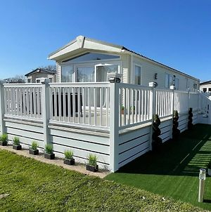 New Forest Caravan Holidays Hoburne Bashley Rowan 18 photos Exterior