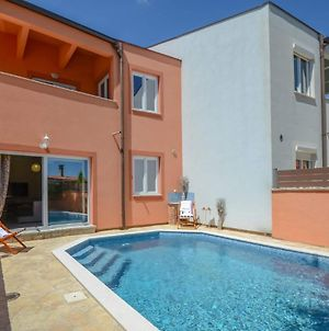 Holiday House With Swimming Pool Iva photos Exterior