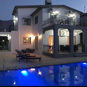 3 Bed Luxury Villa With Private Pool And Sea Views photos Exterior
