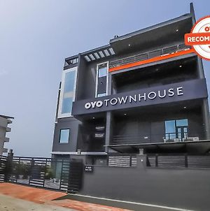 Oyo Townhouse 179 Daffodils Sector 52 photos Exterior