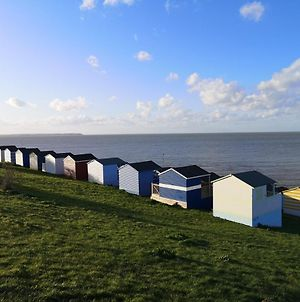 Whitstable Caravan - 5 Minutes Away From The Beach photos Exterior