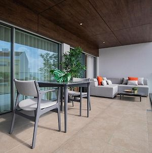 Modern & Charming Apartment W/Pool By Lovelystay photos Exterior