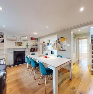 Fantastic 3 Bed House With Patio - 4Mins To Tube photos Exterior