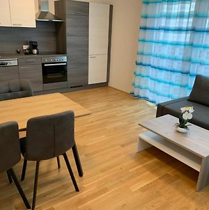 Modern Airconditioned City Apartment Close To Vic photos Exterior