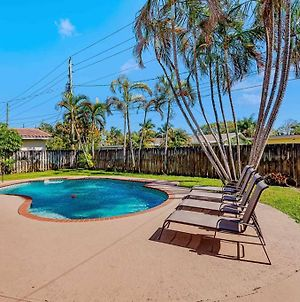 Heated Pool-High Speed Internet-3Bed/3Bath Home! photos Exterior