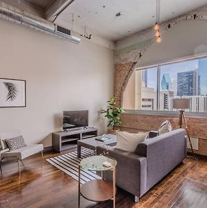 Cozy 1 Bedroom Apartment Overlooking Downtown photos Exterior