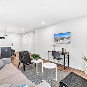 New Listing Gorgeous Suite With Rooftop Patio Elevator Gym Coffee Wifi photos Exterior
