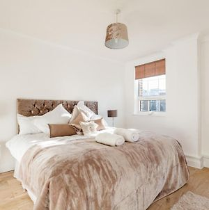 Two Bedroom Apartment - Only Mins From Marina, Stadium, City Centre! photos Exterior