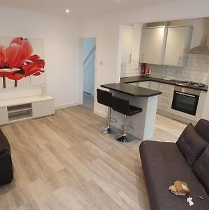 Newly Converted 1-Bed Flat Close To Underground photos Exterior