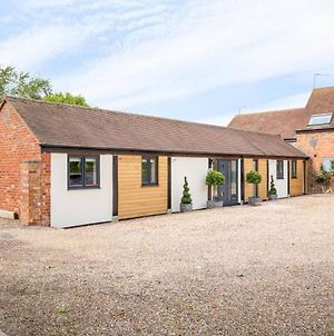 Stunning 3-Bed Converted Barn In The Cotswolds photos Exterior