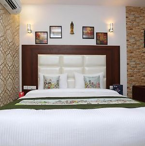 Room In Guest Room - Hotel Arch-Stunning Double Bedroom,Ideally Set In The Mahipalpur District Of New photos Exterior