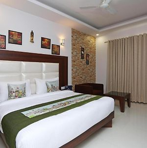 Room In Guest Room - Hotel Arch -Stunning Double Bedroom Very Close To Aerocity Metro Station photos Exterior